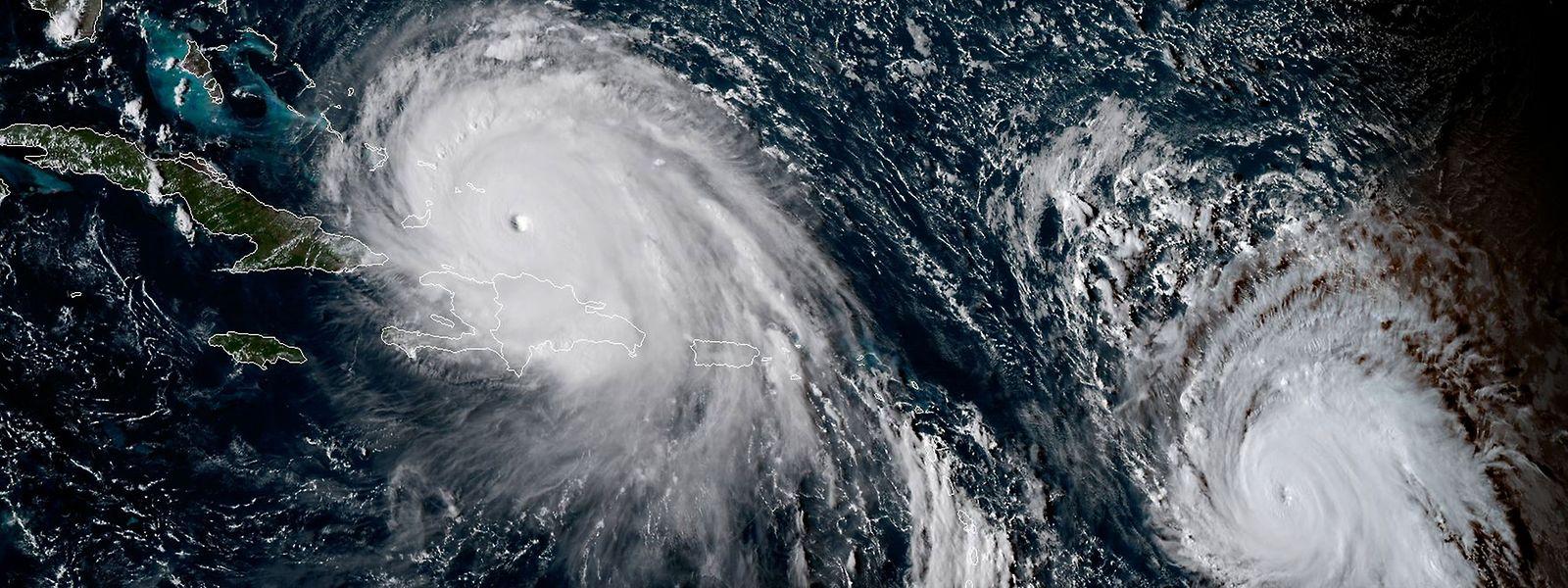 """Das Satellitenbild zeigt """"Irma"""" (l.) und """"Jose"""", der sich derzeit noch östlich der Kleinen Antillen befindet."""