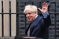 Britain's Prime Minister Boris Johnson waves as he leaves 10 Downing Street in central London on September 9, 2020, to attend Prime Minister's Questions (PMQs) at the House of Commons. - Britain readied on Wednesday to intentionally breach its EU divorce treaty with new legislation that critics warned would undermine its global standing and any hopes for an orderly exit out of the world's biggest single market. (Photo by Ben STANSALL / AFP)