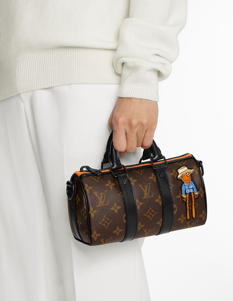 """Natürlich mischen auch die Herren der Schöpfung bei den Minibags kräftig mit: Tasche """"Keepall Nano"""" von Louis Vuitton, Preis auf Anfrage."""