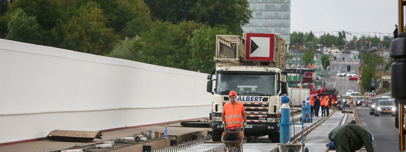 Auf der Roten Brücke wird auch in den kommenden Tagen und Wochen weiter gearbeitet.