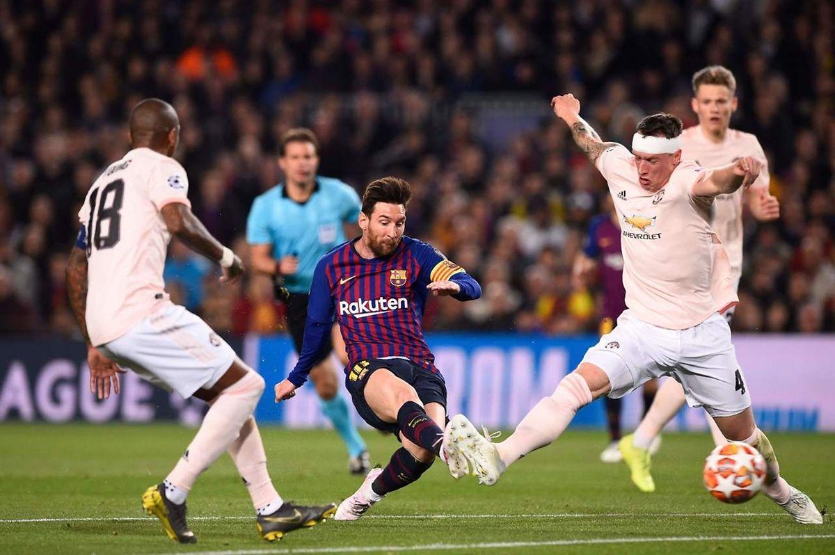 Intenable Lionel Messi. L'Argentin a réussi un doublé en début de match qui a mis fin aux ambitions de MU.