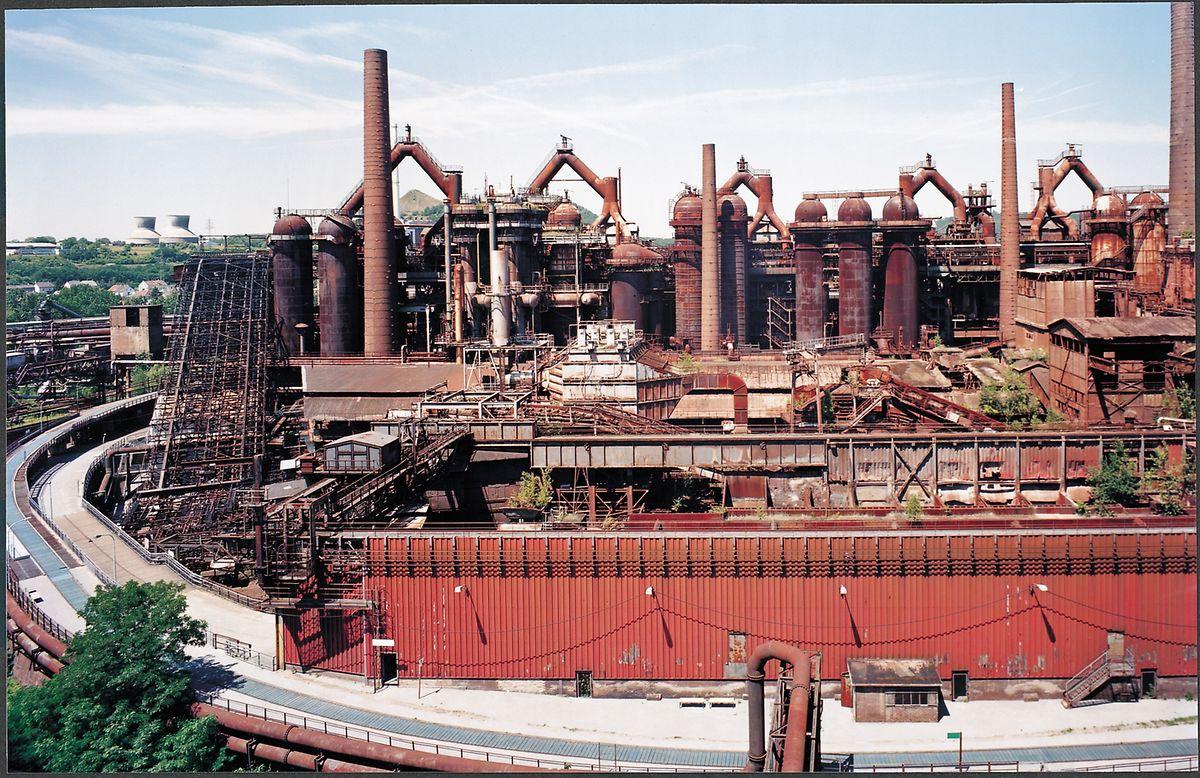 Das Areal am Rande der saarländischen Stadt Völklingen lag nach dem Ende der Produktion 1986 lange brach. 1994 wurde es zum Unesco-Weltkulturerbe erklärt.