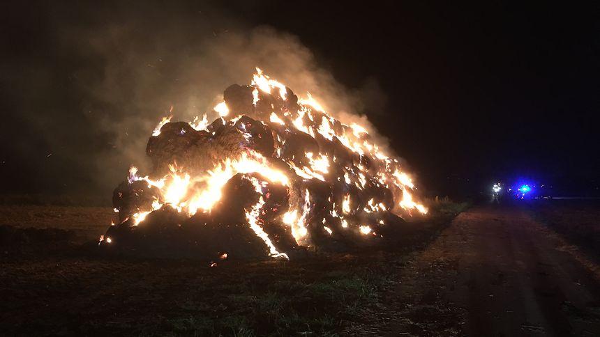 Vor einer Woche standen beim dritten Brand der Serie zwischen Elvingen und Bürmeringen rund 120 Strohballen in Flammen.