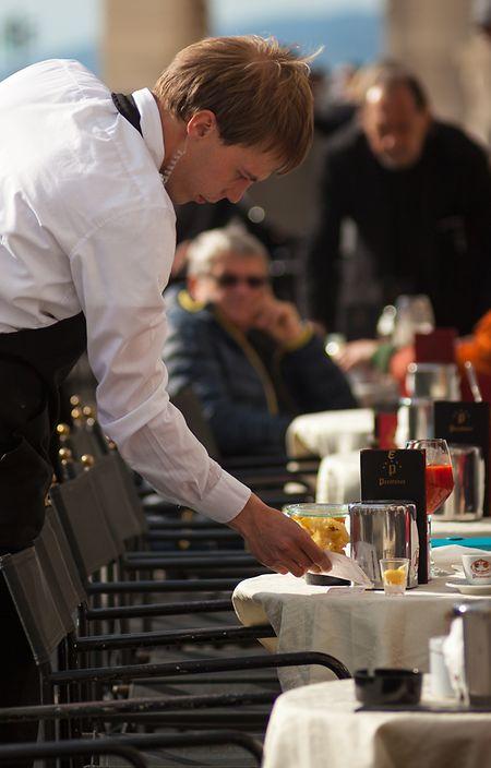 Ob am Tresen der Bar oder auf der Piazza: Nicht nur in Triest, sondern in ganz Italien wird Kaffeekultur gelebt.