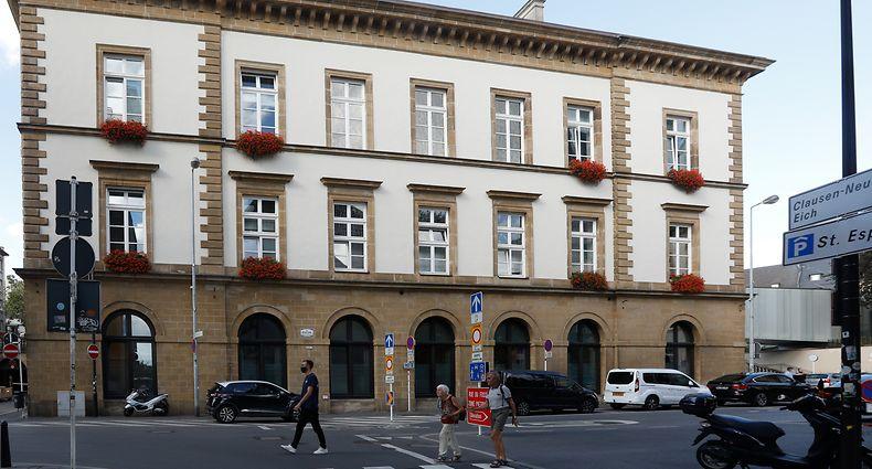 Unter den Arkaden fand einst der Getreidemarkt statt. Die Nazis machten daraus eine Bibliothek.