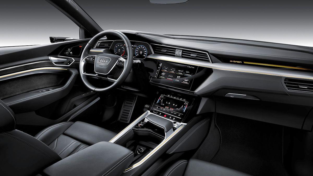 Das fahrerorientierte Cockpit überzeugt durch Hightech und Premium-Qualität.