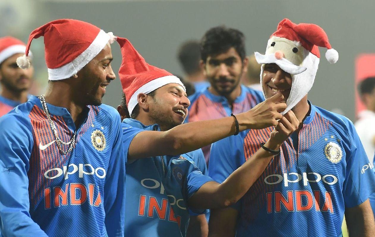 Ob die Weihnachtshüte dem Cricket-Team wohl Glück gebracht haben?