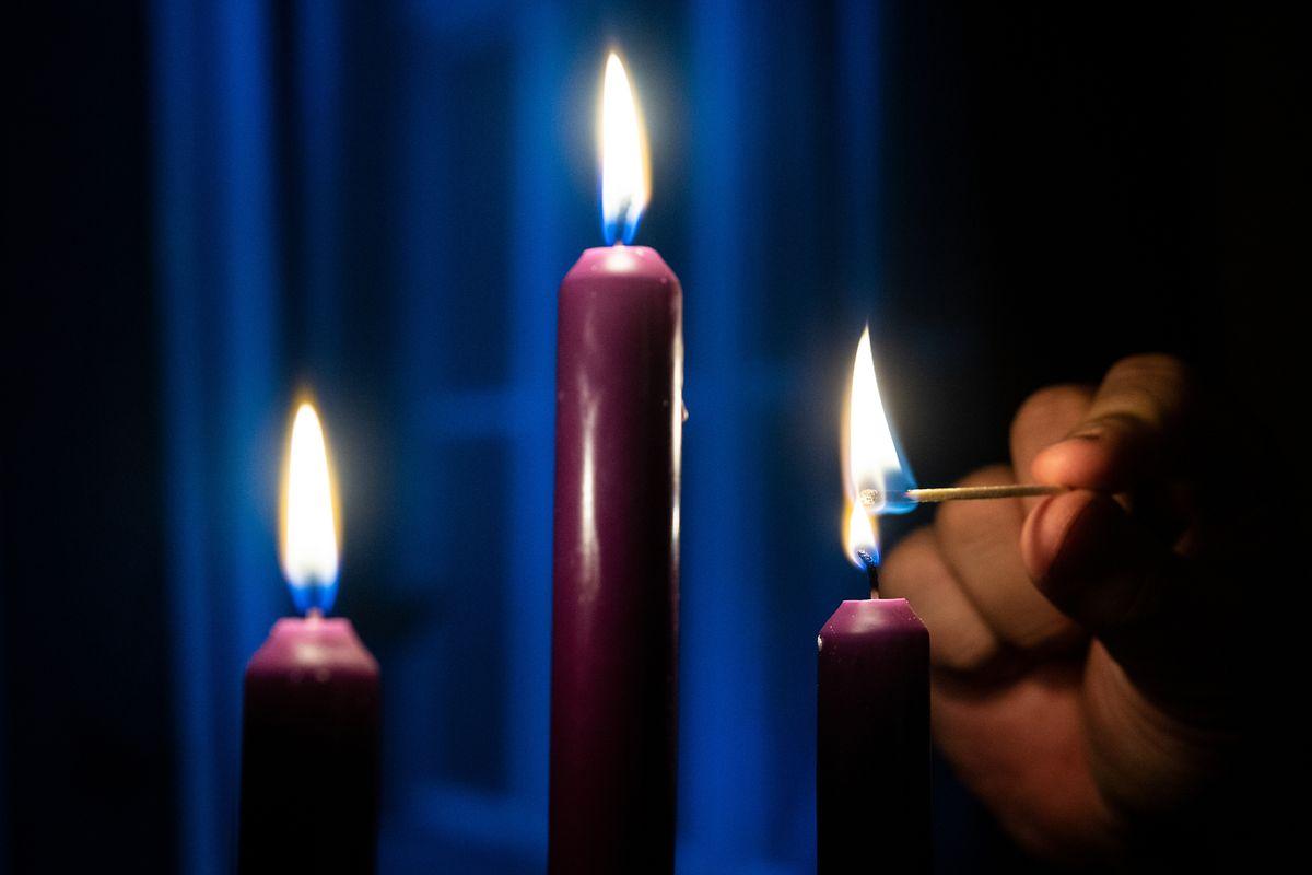Gerade an langen, dunklen Abenden zünden viele wieder Kerzen an.