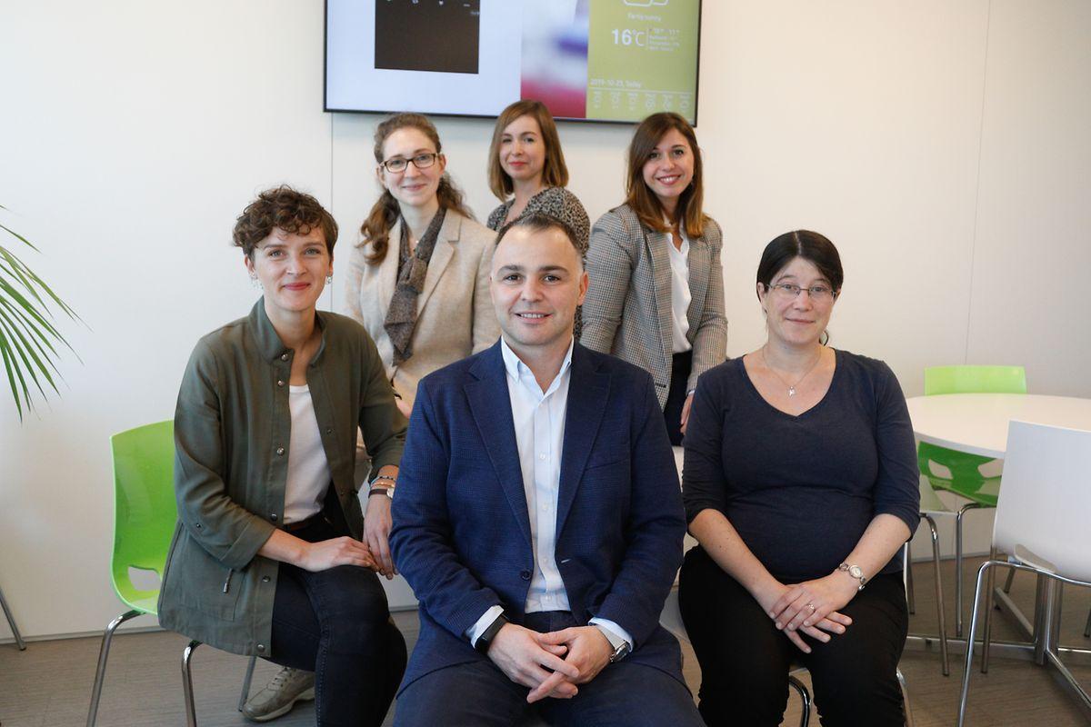 Hinten: Federica Amato, Juliette Pertuy, Laura Star. Vorne: Joanna Muz, Arnaud d'Agostini, Malou Fraiture (v.l.n.r.)