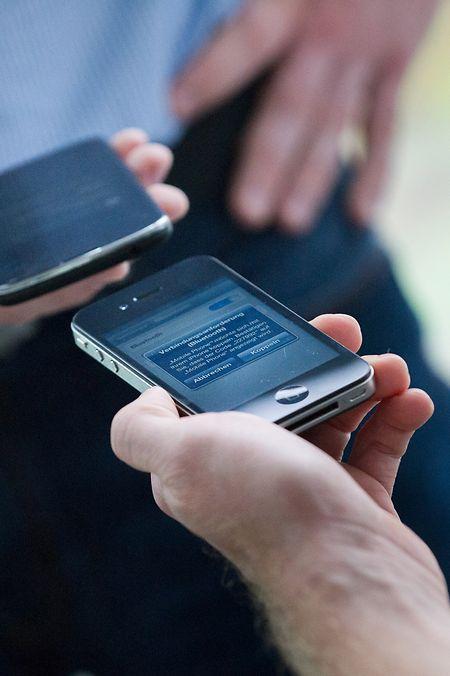 Natürlich können sich Smartphones per Bluetooth auch untereinander verbinden und austauschen.