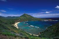 SRT-Bild Archivnummer: 5321001053, HAWAII-INSELN, SRT-Archivbild, Beschreibung: Hanauma Bay auf Oahu (Hawaii). Foto Hawaii Tourism Authority / Heather Titus. (Hawaii). Foto Hawaii Tourism Authority / Heather Titus.Honorarpflichtiges Motiv, www.srt-bild.de, Tel. 08171/4186-6, Fax 4186-85, Konto Postbank München IBAN DE73700100800384573808, BIC PBNKDEFF. Orig.-Name: AERIAL_SHOT_HANAUMA_BAY_COPYRIGHT_HAWAII_TOURISM_AUTHORITY_HEATHER_TITUS.JPG, Motiv max. verfügbar in 2000 x 1309 px.