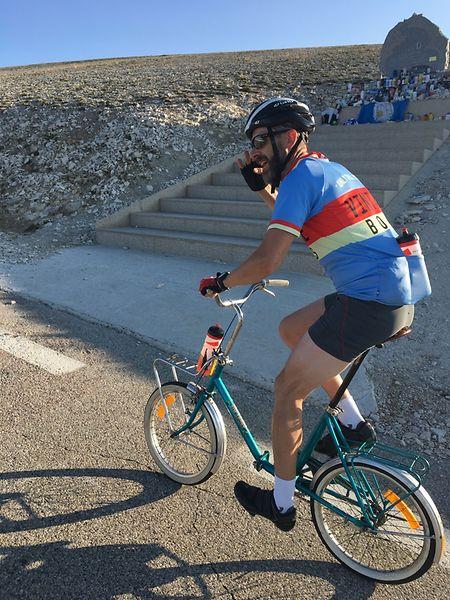 Mit seinem Klapprad zog der Hobbysportler auch an perfekt ausgerüsteten Radlern vorbei.