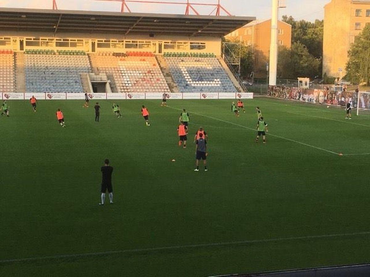 Das Team beim Training im Skonto Stadium.