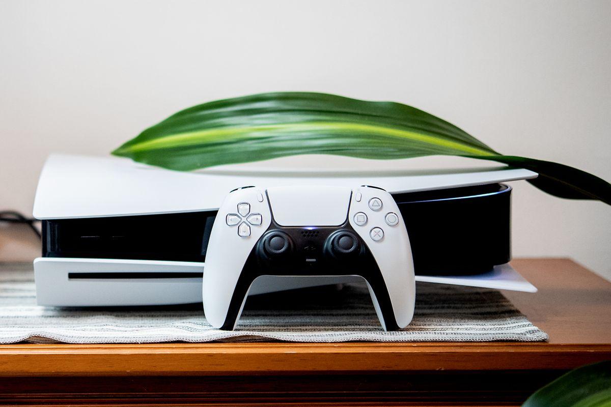 Die Playstation 5 ist mit oder ohne optisches Laufwerk erhältlich. Die Power bleibt gleich. Um 499 Euro (Digital Edition: um 399 Euro).