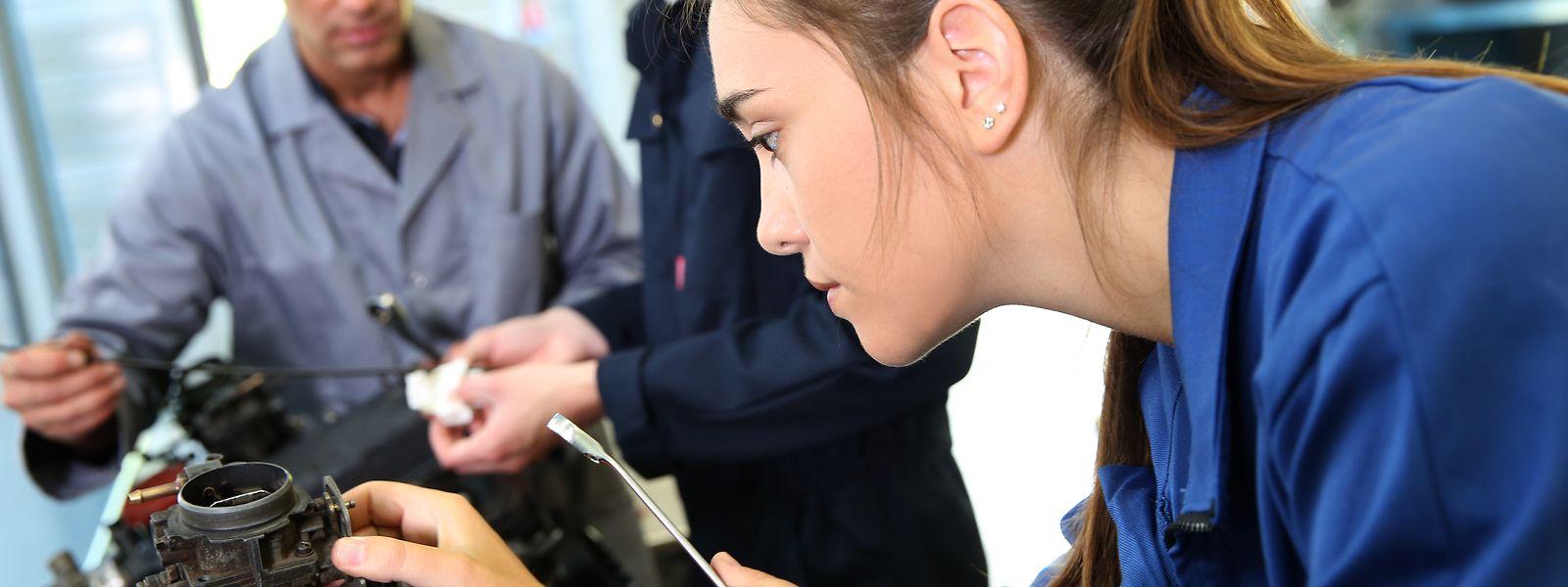 """Technik und Handwerk können Frauen genauso gut wie Männer - oft wird aber in der Schule schon der """"klassische Berufsweg"""" vorgegeben."""