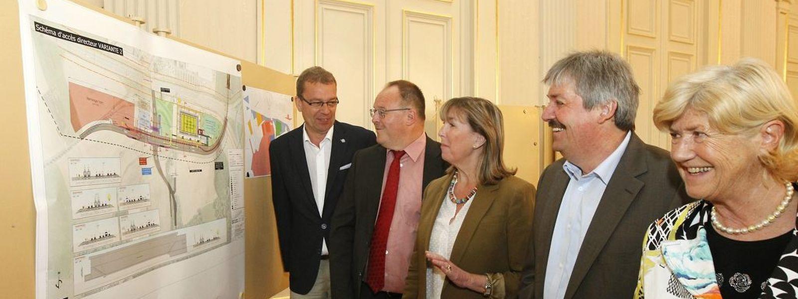 Camille Gira, Romain Schneider, Lydie Polfer, Paul Phillipp, Simone Beissel (v. l. n. r.) bei der Pressekonferenz.