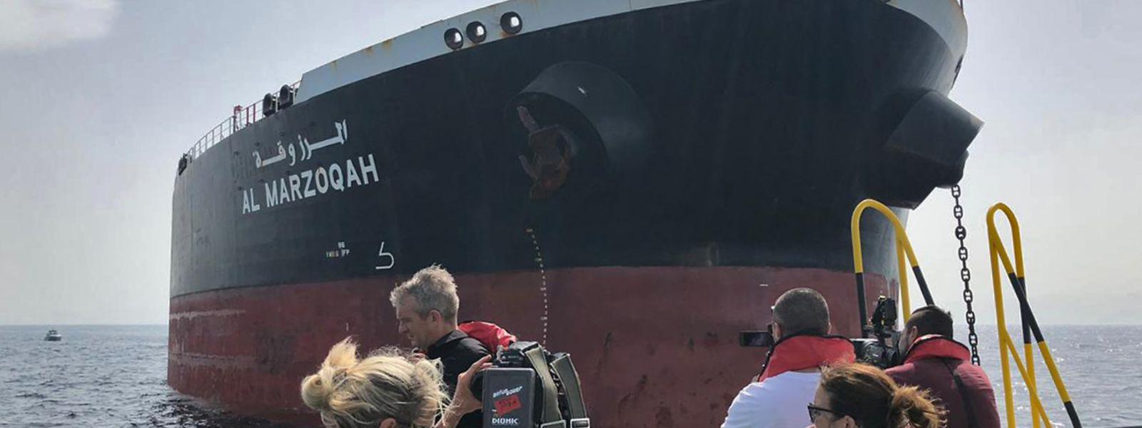 """Zwei saudische Öltanker sollen bei einem """"Sabotageangriff"""" im Golf von Oman schwer beschädigt worden sein."""
