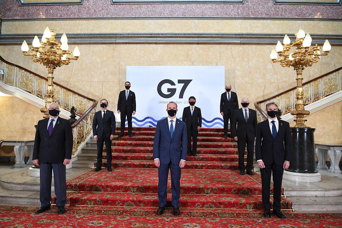 Die Minister auf der Treppe des Lancaster House vor den bilateralen Gesprächen beim G7-Außen- und Entwicklungsministertreffen.