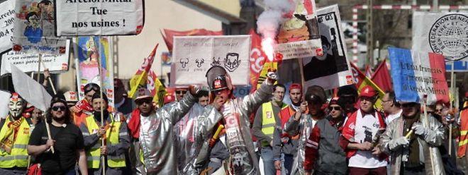"""En parlant du groupe ArcelorMittal, les quatre syndicats signataires du courrier adressé aux ministres de l'Economie, écrivent: """"Il nous semble que c'est une stratégie de prédateur""""."""