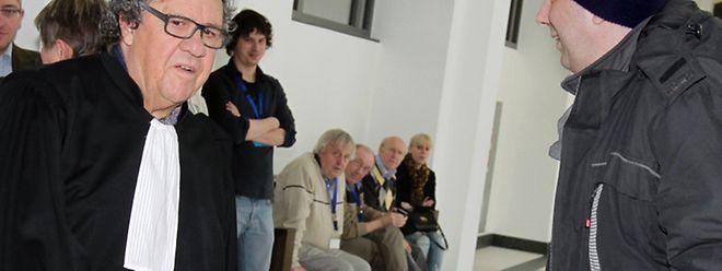 Me Gaston Vogel und der Zeuge Andreas Kramer, der im April 2013 spektakuläre Aussagen über die angebliche Verstrickung von Stay Behind und Geheimdiensten in die Anschläge machte. Alle Überprüfungen durch Ermittler ergaben: Kramers Behauptungen hatten nicht den geringsten Wahrheitsgehalt.