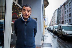 Restaurantbetreiber Narayan Gurung hofft darauf, dass sich Bewohner und Geschäftsleute für ihr Stadtviertel einsetzen.