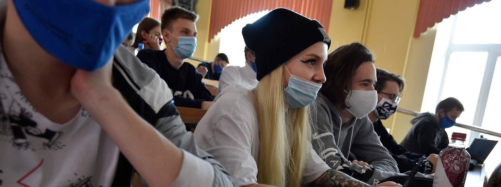 Selon l'organisme belge, les maternelles et les primaires sont ainsi beaucoup moins touchées que les classes du secondaire.