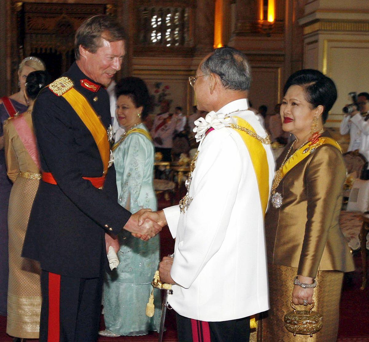Goßherzog Henri traf 2006 den thailändischen König Bhumibol Adulyadej in Bangkok.