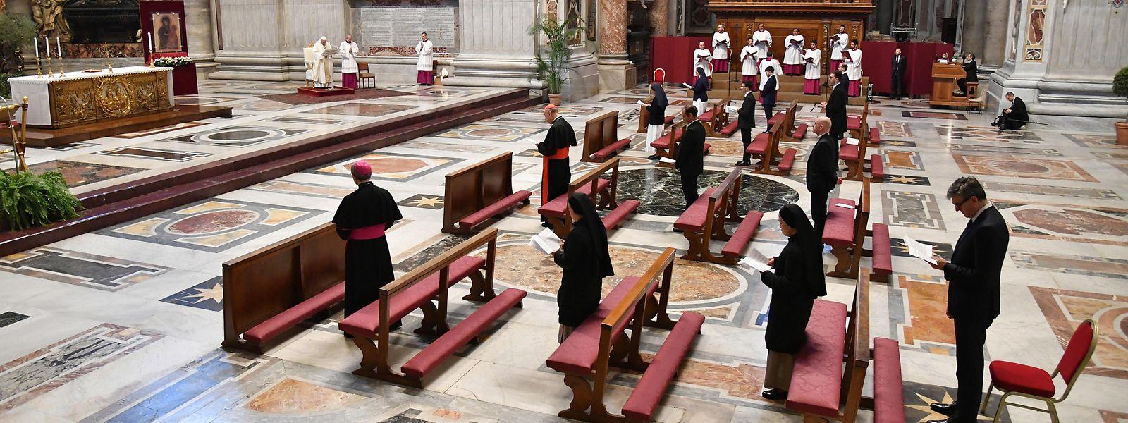 Nur ganz wenige Geistliche feierten am Donnerstag die Messe zusammen mit Papst Franziskus.