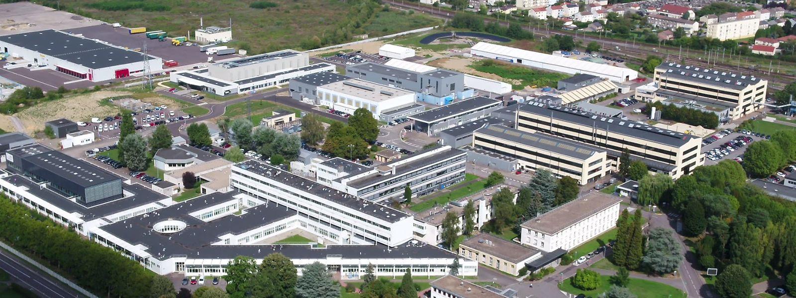 Depuis 1958, le campus n'a cessé de grandir. Aujourd'hui, les laboratoires représentent 52.000 m2 sur 24 hectares.