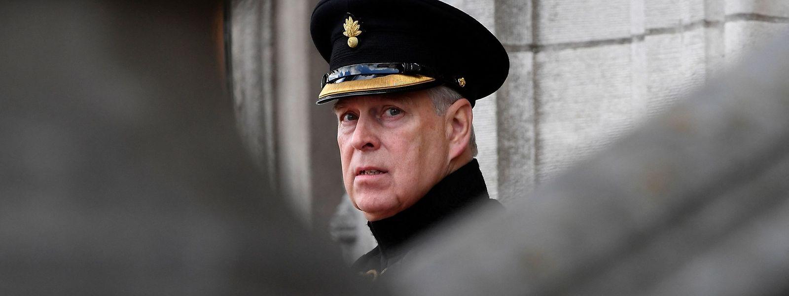 Stein des Anstoßes: Prinz Andrew hat nach wie vor nicht im Fall Epstein ausgesagt - jetzt liegt eine Anklage gegen ihn vor.