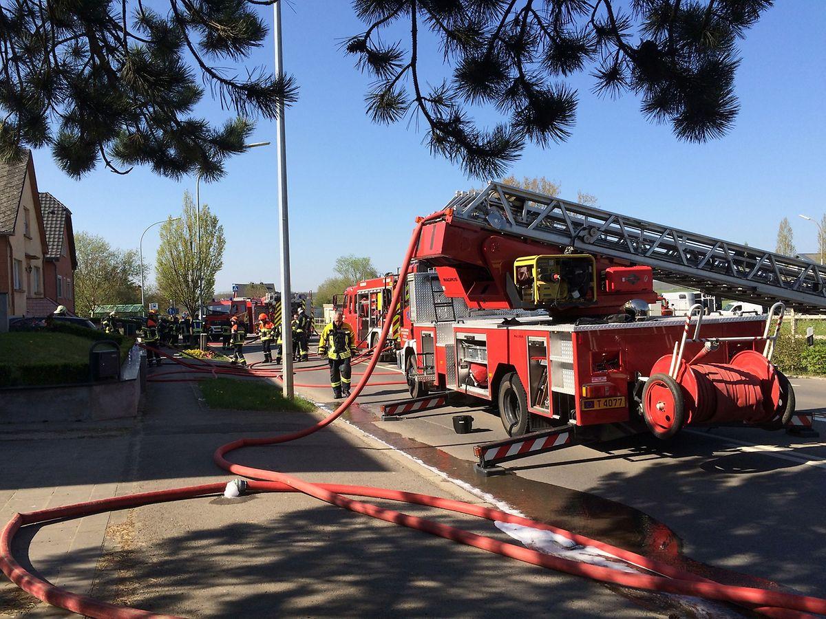 Im Einsatz waren die Feuerwehren aus Differdingen und Sanem.