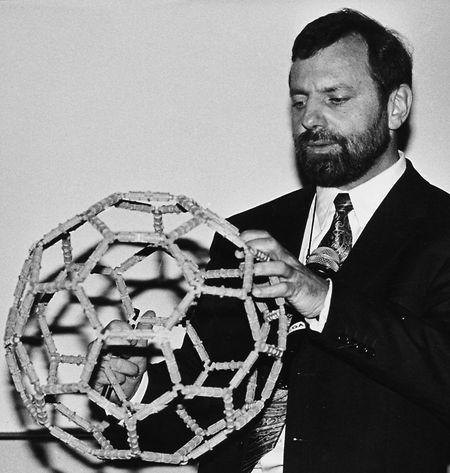 François Diederich im Jahr 1995 bei einem Vortrag.