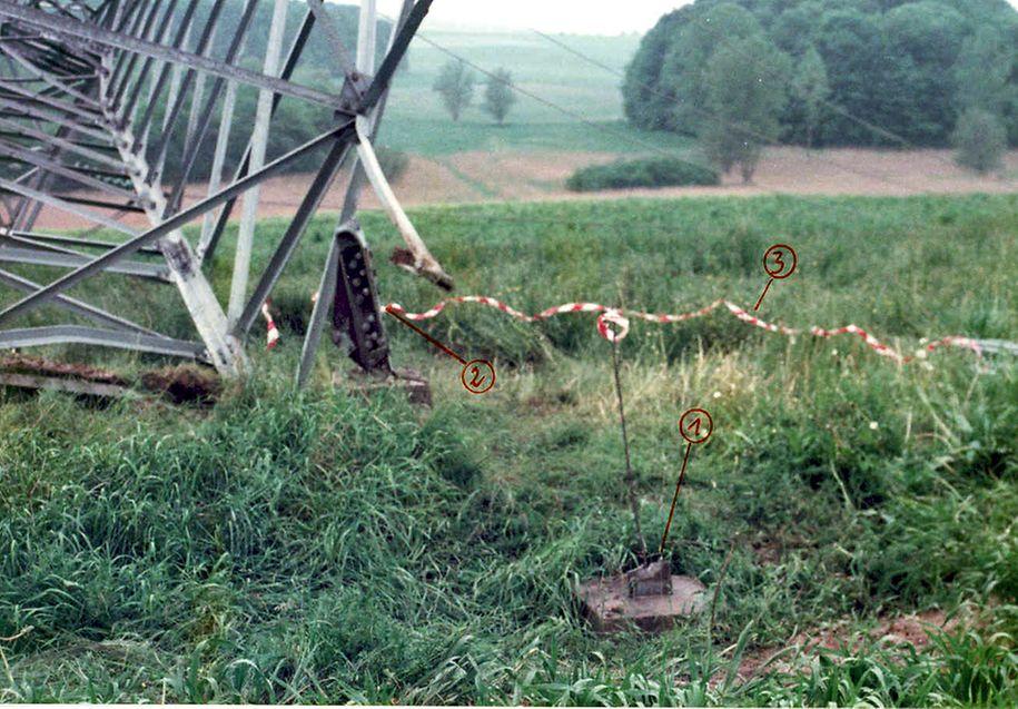 Die Spurensicherung nach der zweiten Sprengung ergab, dass zuvor ein erster Versuch stattgefunden hatte.