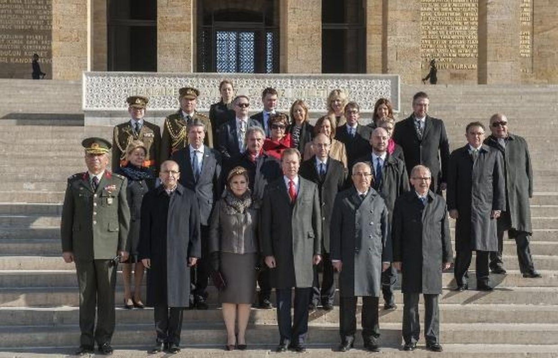 O casal grão-ducal e sua comitiva foram recebidos no Palácio Presidencial Cankaya...