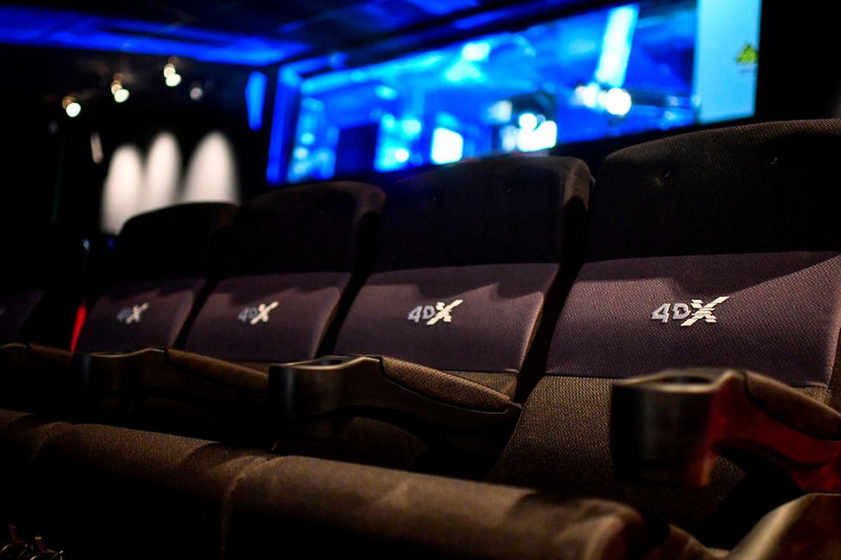 In alle Richtungen bewegliche Sitze machen das Filmerlebnis perfekt.