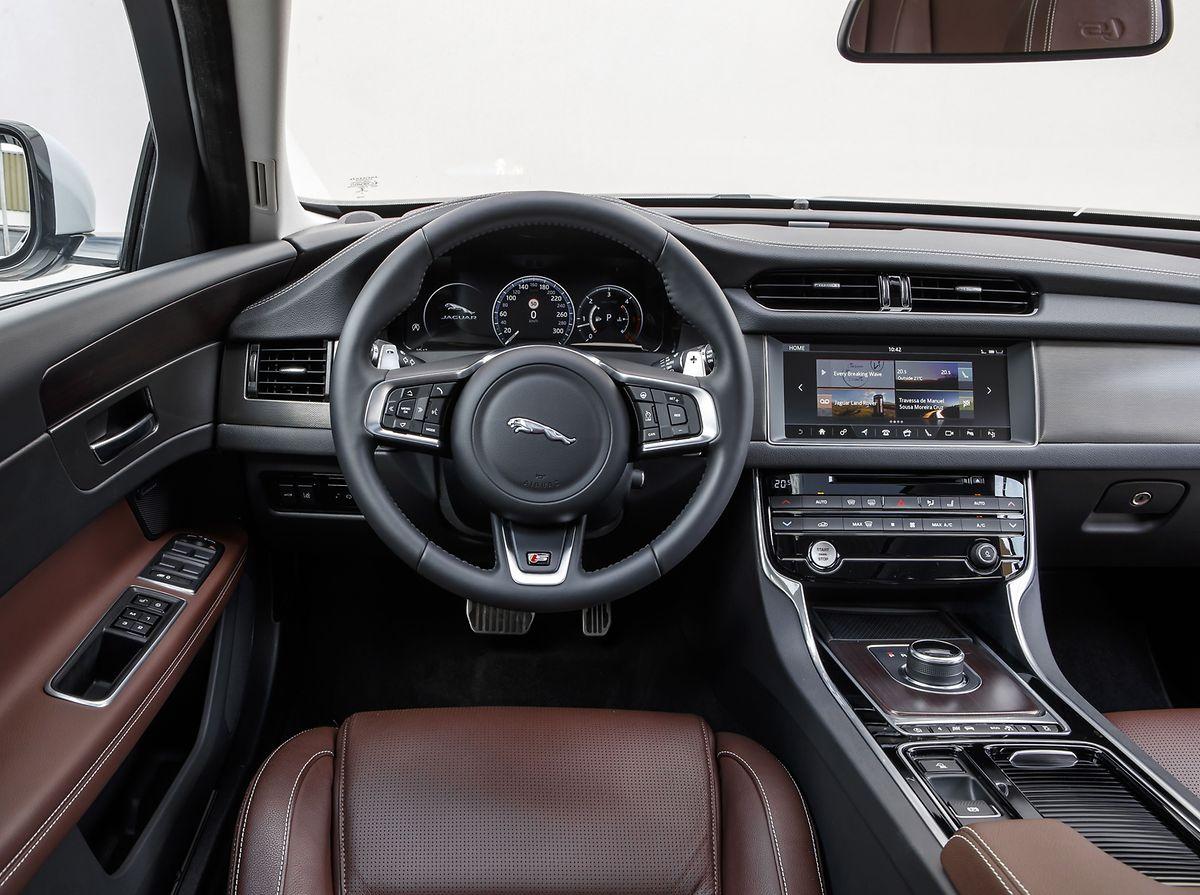 Im Interieur des XF Sportbrake verwöhnt Jaguar seine Passagiere mit Komfort, erstklassigen Materialien und einem großzügigen Platzangebot.