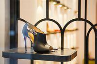 Schnäppchenjagd mit Stil: Die Luxusboutiquen der Rue Philippe II kommen ganz ohne Werbung für ihre reduzierte Ware aus.