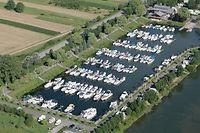 6.8. Luftaufnahmen /  Schwebsange / Yachthafen  / Osten / Mosel / foto: Guy Jallay   ACHTUNG !! ATTENTION !! : DIESE BILDER DUERFEN NUR FUER SAINT-PAUL PRODUKTE VERWENDET WERDEN / CES IMAGES SONT POUR UN UTLISATION EXCLUSIVE DANS LES PRODUITS SAINT-PAUL / JEDE ANDERWEITIGE NUTZUNG BEDARF DER VORHERIGEN ZUSTIMMUNG / POUR TOUTE AUTRE UTLISATION IL FAUT IMPERATIVEMENT DEMANDER UNE AUTORISATION AU PREALABLE / CONTACT : ROMAIN REINARD OU LE PHOTOGRAPHE DE L`IMAGE