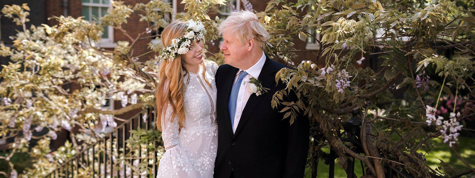 Dass Boris Johnson seine Lebensgefährtin Carrie Symonds heiraten will - das war bekannt. Doch die Corona-Pandemie wirbelte die Pläne des Paars durcheinander.