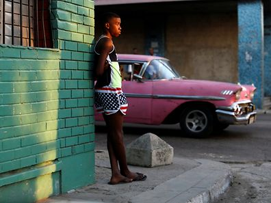 A boy wears the U.S. colours in Havana, Cuba, January 12, 2017.  REUTERS/Stringer EDITORIAL USE ONLY. NO RESALES. NO ARCHIVE