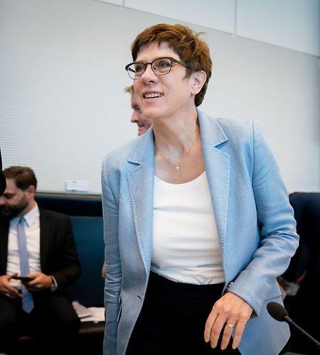 Verteidigungsministerin Annegret Kramp-Karrenbauer hat überraschend einen Vorschlag für eine internationale Sicherheitszone in Nordsyrien gemacht.