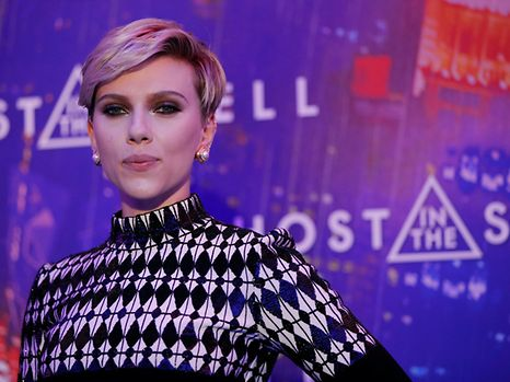 """Actress Scarlett Johansson poses as she arrives at a premiere of the film """"Ghost in the Shell"""" in Paris, France, March 21, 2017. REUTERS/Gonzalo Fuentes"""