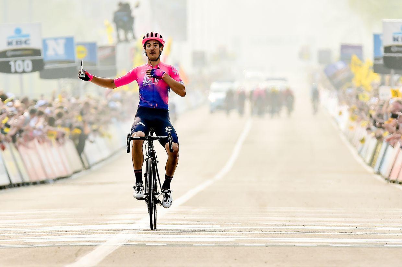 Alberto Bettiol (I/Education First) gewinnt die Flandernrundfahrt 2019.