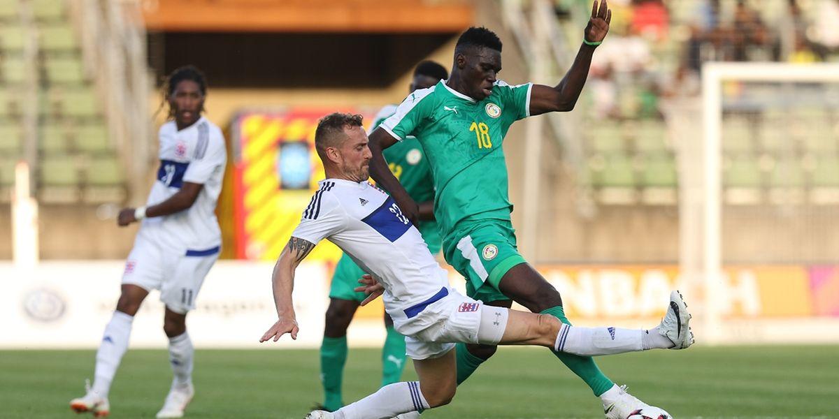 A l'image d'Aurélien Joachim, ici au duel avec Ismaila Sarr (en vert), le Luxembourg s'est arraché pour obtenir le nul (0-0) contre le Sénégal