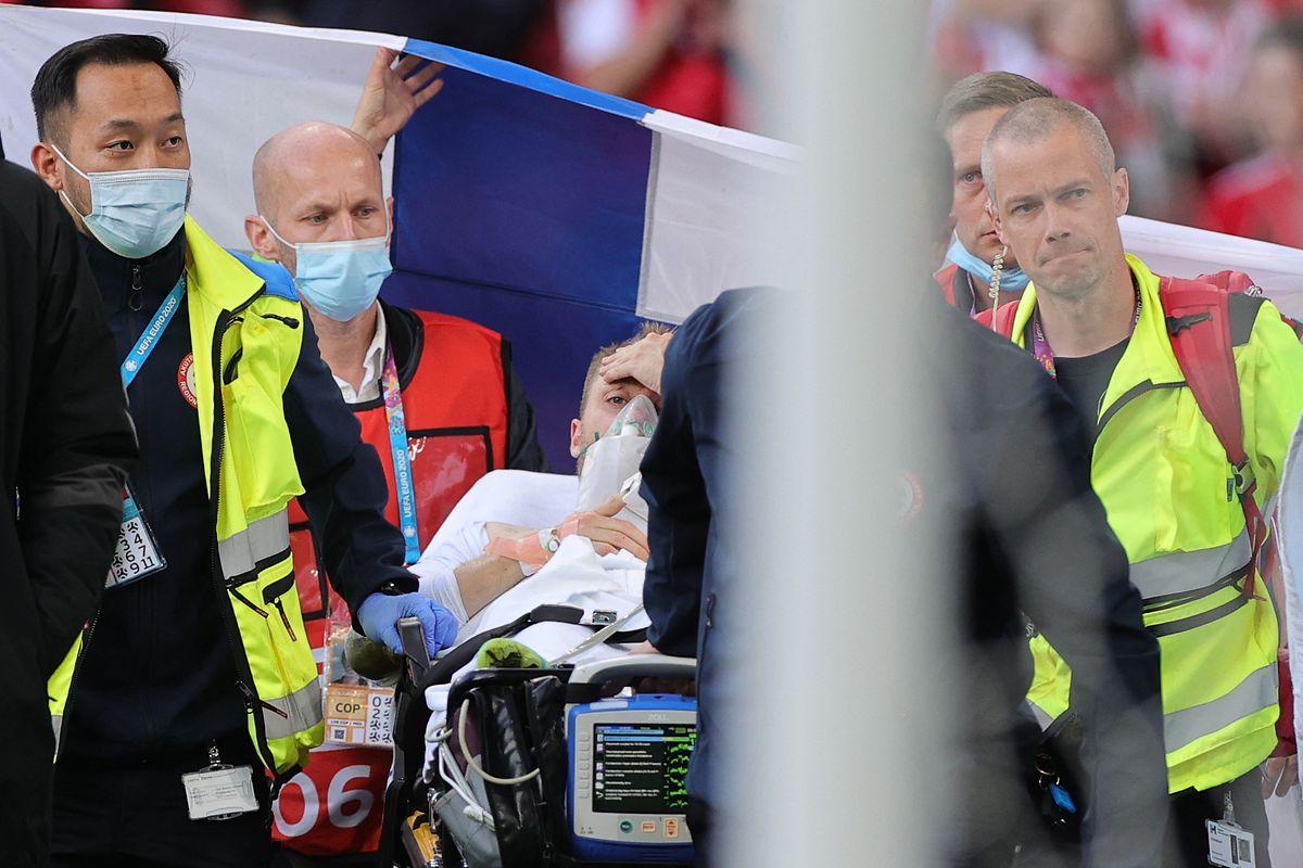 Christian Eriksen ist wieder bei Bewusstsein und wurde stabilsiert.