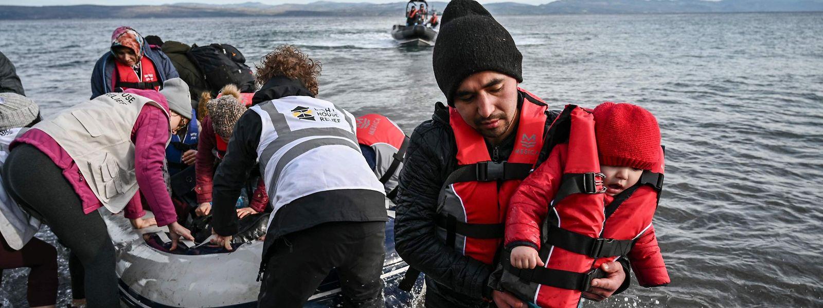 15 afghanische Flüchtlinge sind am Freitag auf Lesbos angekommen, nachdem sie zuvor die Türkei mit einem Schlauchboot verlassen hatten.
