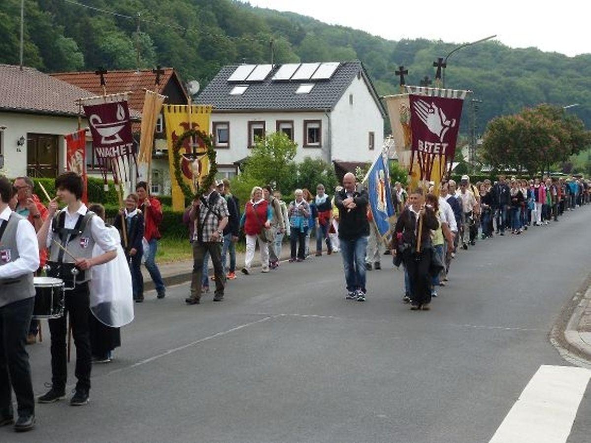Pilger aus Groß-Prüm und Waxweiler sind in den frühen Morgenstunden aufgebrochen und wurden  um 7.30 Uhr in Echternach begrüßt.