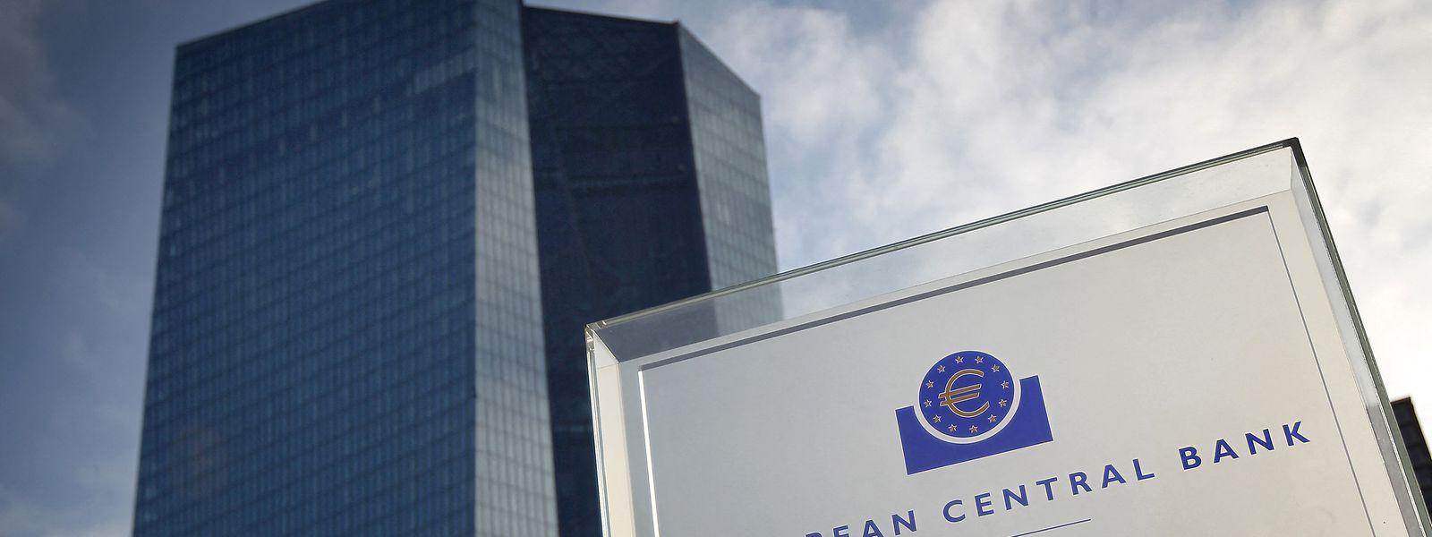 Die Europäische Zentralbank (EZB) hält trotz der aktuelle hohen Inflation den Leitzins im Euroraum auf dem Rekordtief von null Prozent.