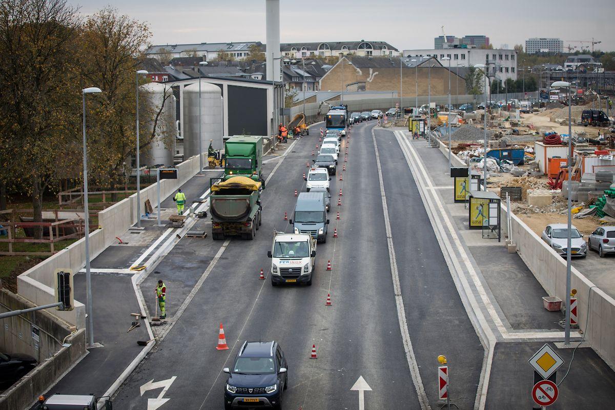 """Die """"Rocade"""" hinter dem Bahnhof dient als neuer Halt für Regionalbusse."""