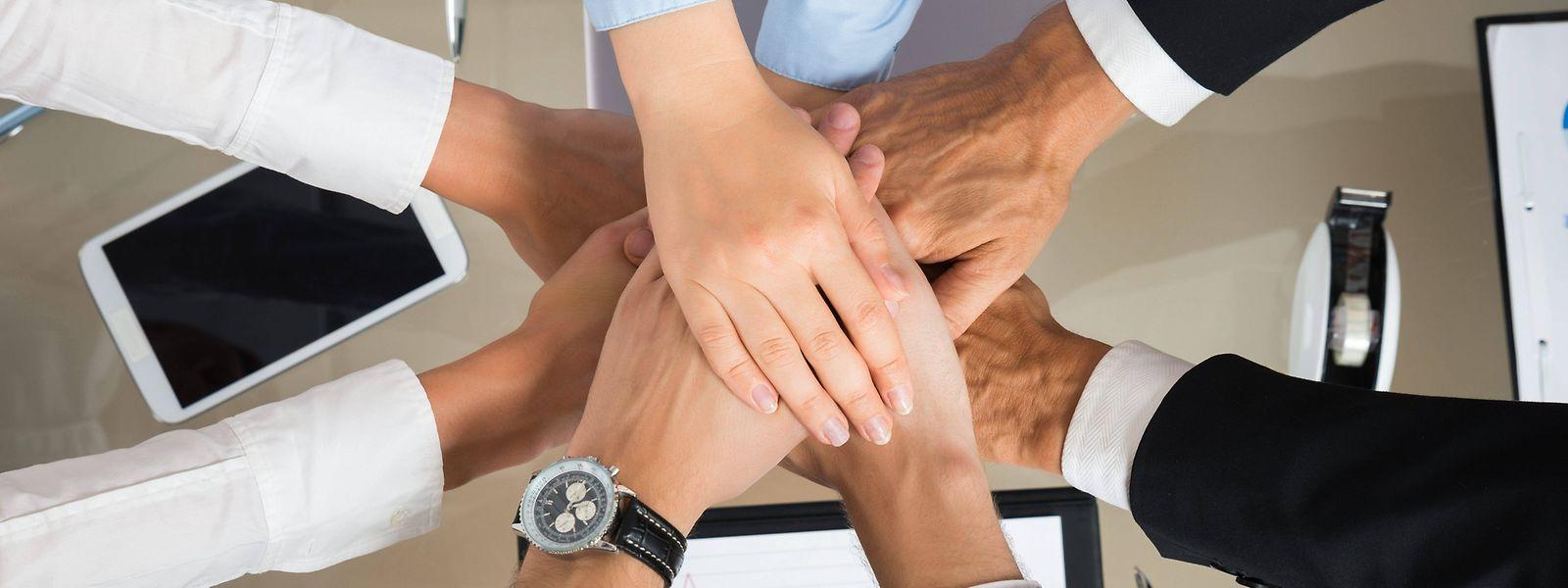 Ob unter Kollegen ein Teamgefühl entsteht, hängt von vielen Faktoren ab.
